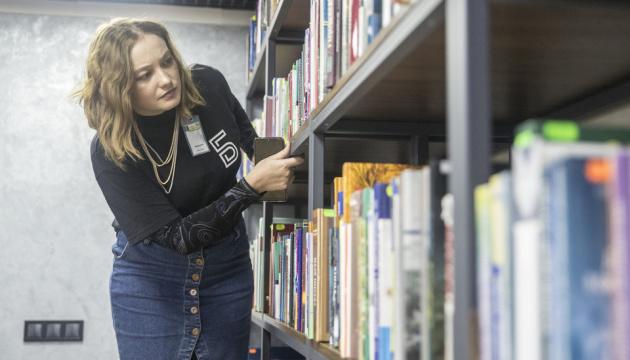 Wi-fi, майстер-класи, дитячі зони: столичні бібліотеки перетворюють на бібліохаби