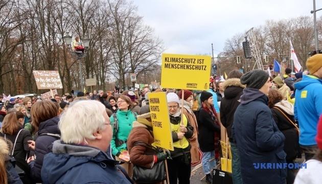 Десятки тисяч людей вийшли на кліматичний протест у Німеччині