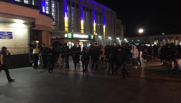 Полиция проверила почти 100 объектов в Харькове после сообщения о минировании