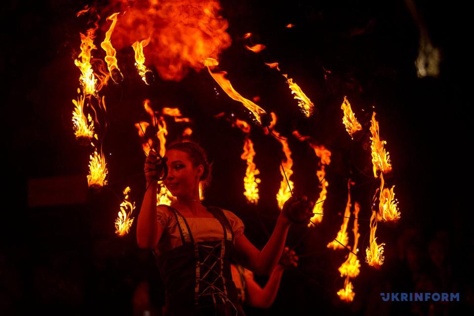 Фаєр-шоу під час фестивалю