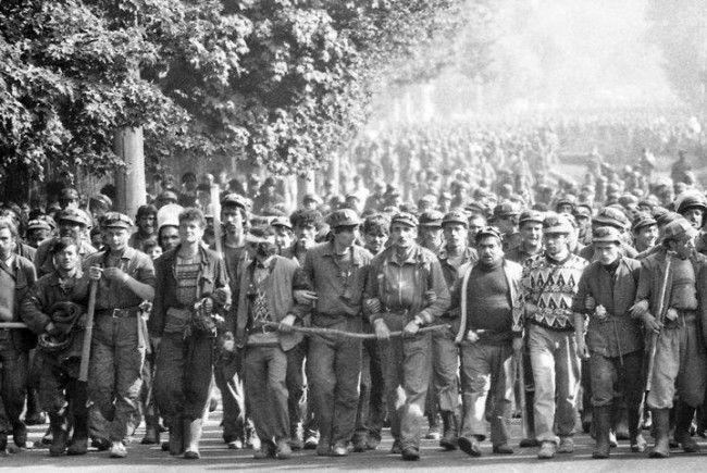 Загони шахтарів організовано прибували до Бухареста
