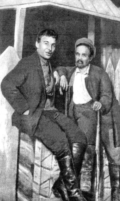 12-Микола Куліш і актор Гнат Юра, 1926 р.