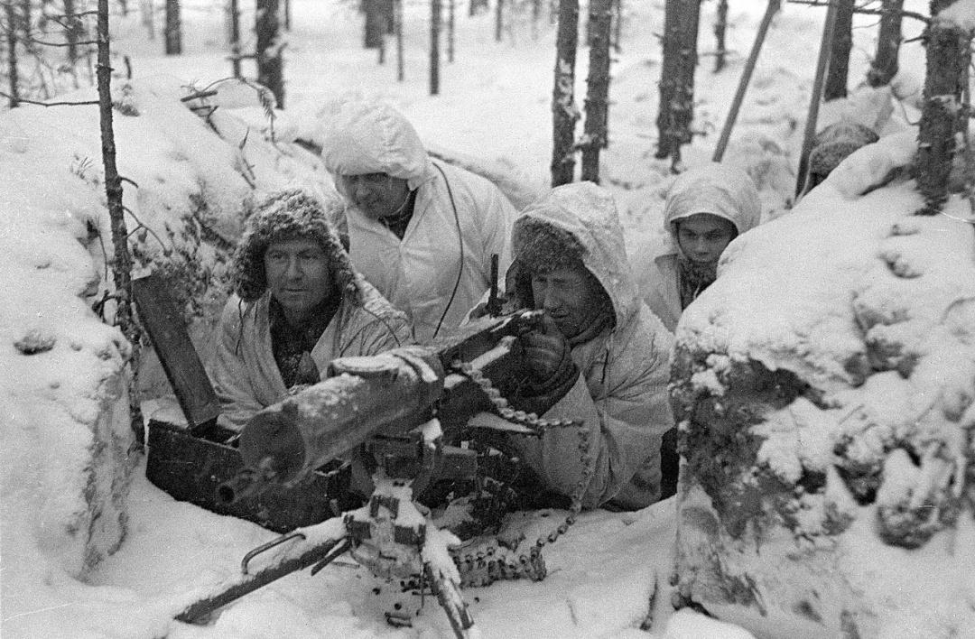 Фінські військові на лінії укріплень