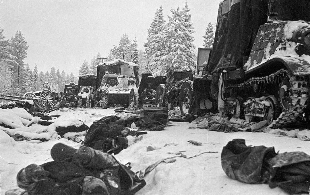 Під Суомуссалмі повністю загинула 44-а радянська дивізія, перекинута туди з-під Житомира