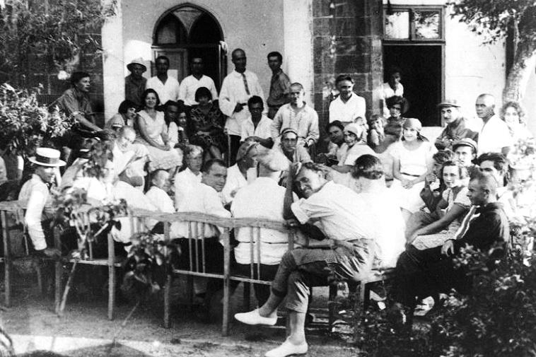 М. Г. Куліш читає свою п'єсу Народний Малахій акторам театру Березіль, 1927 рік