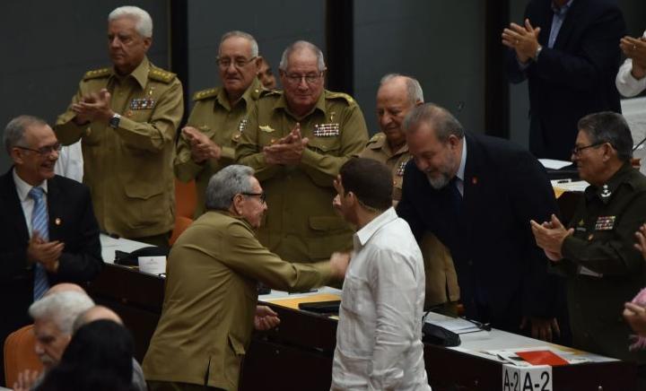 Нового прем'єр-міністр привітав Рауль Кастро