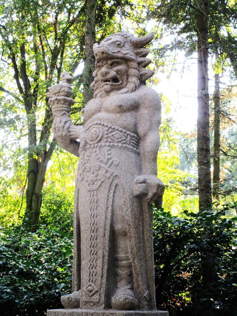 статуя словянського бога Радеґаста (він же Свароґ))
