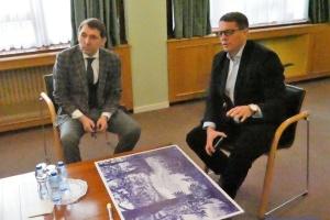 Suschtschenko schenkt seine Bilder der Botschaft der Ukraine in Belgien