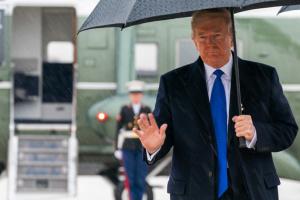Трамп заявляет, что не пользуется личным мобильным