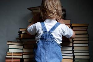 В Україну не пустили книжки «Развиваем малыша» із танками РФ