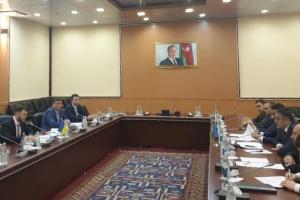 Ucrania y Azerbaiyán amplían la cooperación en el ámbito del transporte y los servicios postales