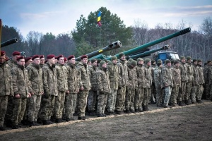 Десантники 25-й бригады поздравили волонтеров с праздником