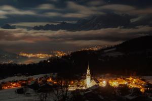 Les journaliste du «Monde» découvrent un camp de base d'espions russes spécialisés dans les assassinats ciblés en  Haute-Savoie