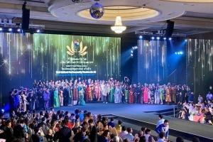 Вбрання з шовку від української дизайнерки показали на міжнародній виставці в Таїланді