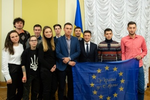 Ukrainian president meets with Euromaidan participants