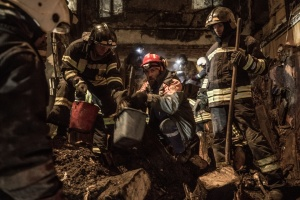 На місці пожежі в Одесі тривають пошуково-рятувальні роботи