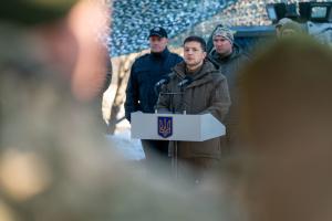 En voyage dans le Donbass, Volodymyr Zelensky a dîné avec des militaires