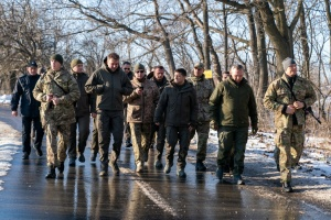 Зеленский на Донбассе пообедал с бойцами ООС