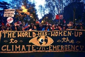 """В Мадриде прошел многотысячный """"Марш за климат"""""""