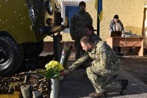 """Легендарна """"Таблетка"""": у Києві відкрили пам'ятник військовим медикам"""