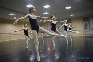 """Дитячий балетний театр з Харкова готується показати в Китаї """"Білосніжку і сім гномів"""""""