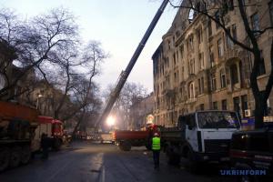 В колледже в Одессе тушат очаги тления, открытого огня нет