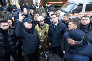 Гончарук обещает государственную поддержку родным погибших от пожара в Одессе