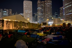 Тысячи людей во всем мире заночевали под открытым небом в поддержку бездомных