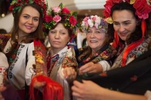 Українки діаспори долучилися до флешмобу з нагоди Дня Української Хустки