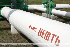 """Беларусь хочет $70 миллионов компенсации за """"грязную"""" российскую нефть"""
