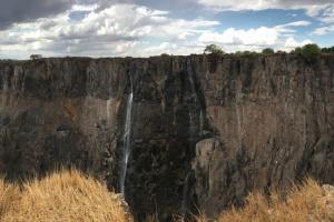 Туристы в Африке остались без водопада Виктория
