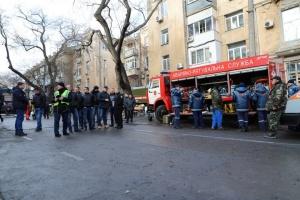 В Одесі готуються розібрати стіну згорілого коледжу - у дворі два БТР