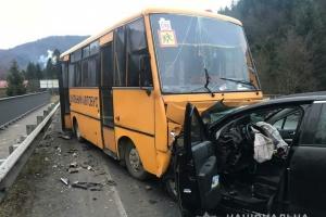 На дорозі Київ-Чоп шкільний автобус потрапив у ДТП, травмовані діти
