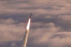 США успішно випробували нову балістичну ракету середньої дальності