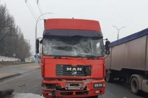 В Киеве грузовик столкнулся с маршруткой, 11 пострадавших