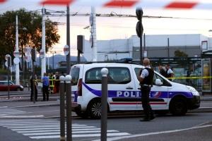 У Парижі невідомий кинувся на поліцейських з ножем - нападника застрелили
