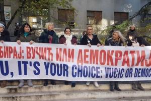 В Сербии протестующие заблокировали государственную телерадиокомпанию