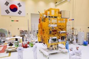 """У Південній Кореї показали перший у світі """"екосупутник"""""""