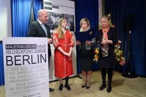 Учасниця АТО Ольга Бенда отримала в Берліні медаль за боротьбу за права людини