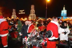 Санта-байкеры устроили мотопробег в Берлине