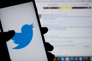 Twitter заблокировал пользователя за репосты сообщений с нового сайта Трампа