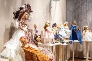 L'histoire de la mode par les poupées : le musée d'Odessa a montré 100 pièces de collection