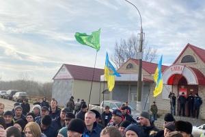 """На Херсонщине аграрии перекрывали дорогу - протестуют против """"земельного"""" законопроекта"""