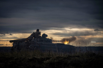 Invaders fire grenade launchers at Ukrainian positions near Lebedynske