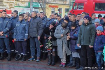 Les habitants d'Odessa ont fait leurs adieux au pompier qui a péri dans un incendie