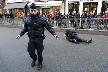 « Stop Putin's war » : des militantes de Femen manifestent à Paris