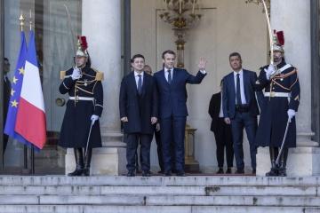 Volodymyr Zelensky arrive au palais de l'Elysée à Paris