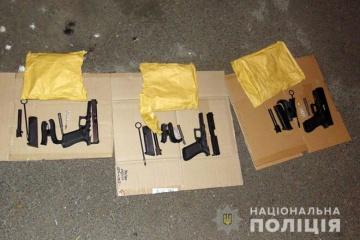 На Позняках затримали росіянина з трьома пістолетами