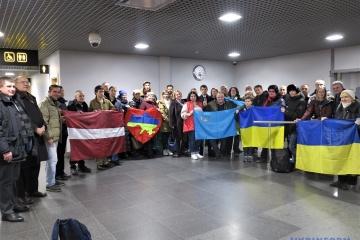 Rehabilitations-Behandlung für ukrainische Ex-Polithäftlinge in Lettland
