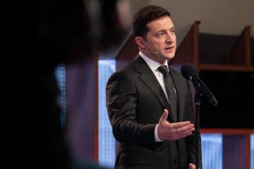 Volodymyr Zelensky a réagi aux affrontements devant la Rada